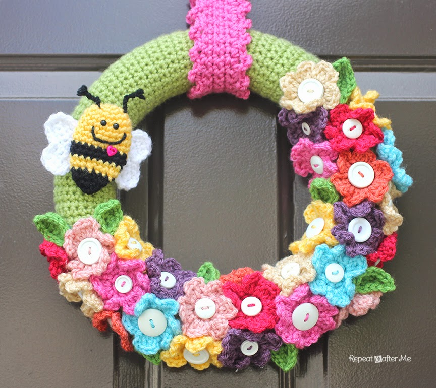 Daily Crocheter Free Pattern : Free Patterns] 12 Decorative Front Door Crochet Wreaths - Knit And ...