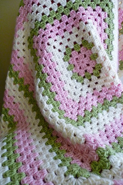 Crochet Patterns Granny Square Baby Blankets : Free Pattern] Easy Granny Square Crochet Baby Blanket