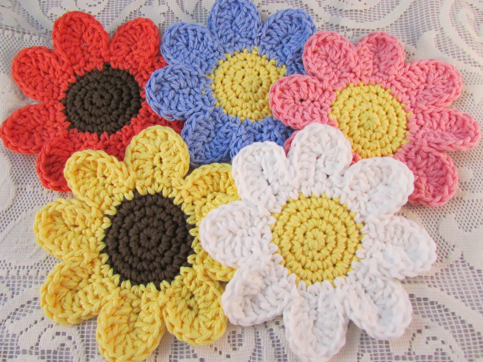 Free patterns beautiful crocheted daisy coasters knit and free patterns beautiful crocheted daisy coasters bankloansurffo Images