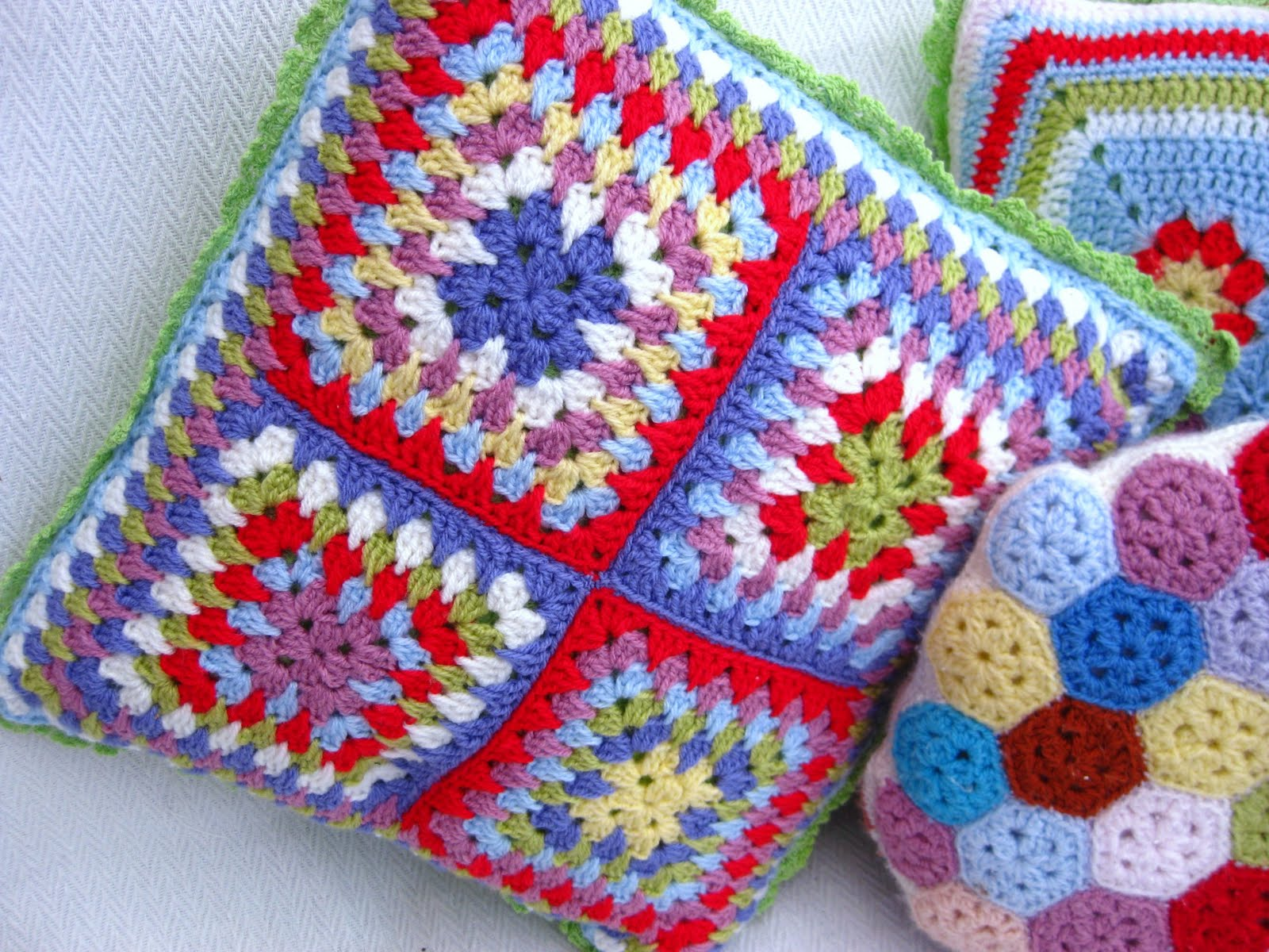 Crochet Granny Stitch : Free Pattern] Granny Spike Stitch Cushion