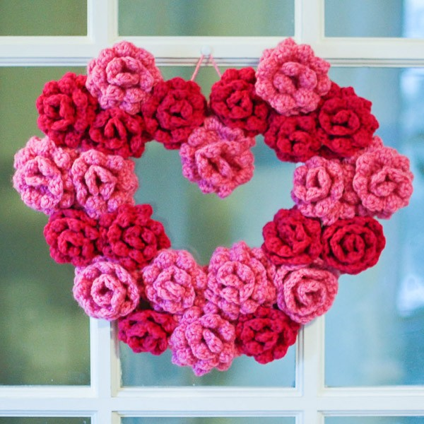 Free Patterns] 12 Decorative Front Door Crochet Wreaths - Knit And ...