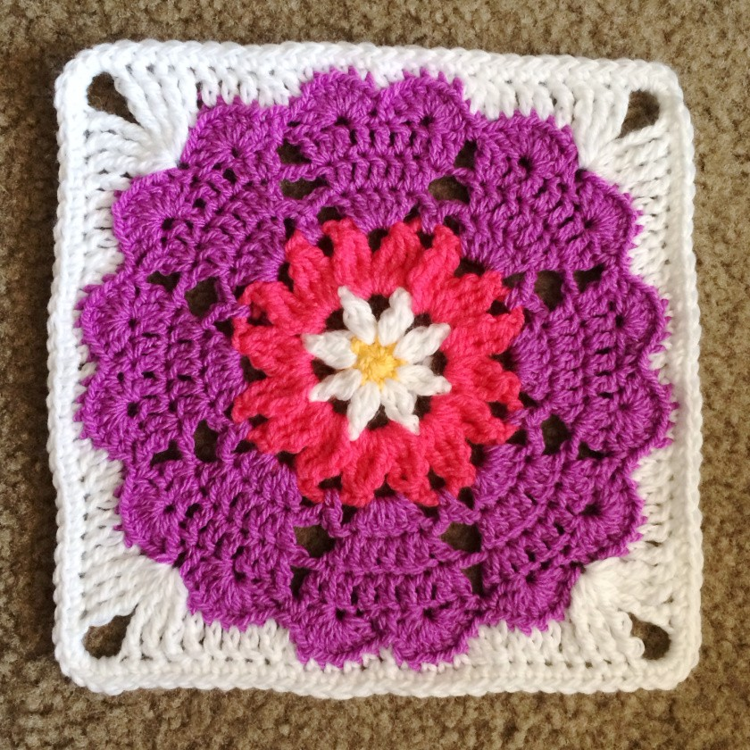 Daily Crochet Com : Free Pattern] Heart Mandala Square - Knit And Crochet Daily