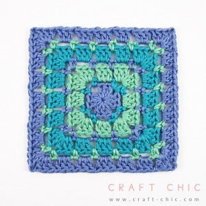 [Photo Tutorial] Turn This Block Stitch Square Pattern Into A Full Blanket. It's So Simple