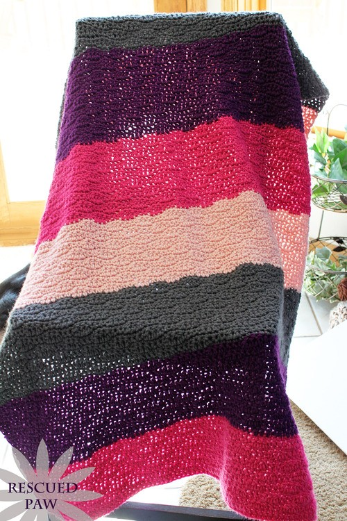 [Free Pattern]This Crochet Wave Stitch Is Great For A Comfy And Casual Afghan