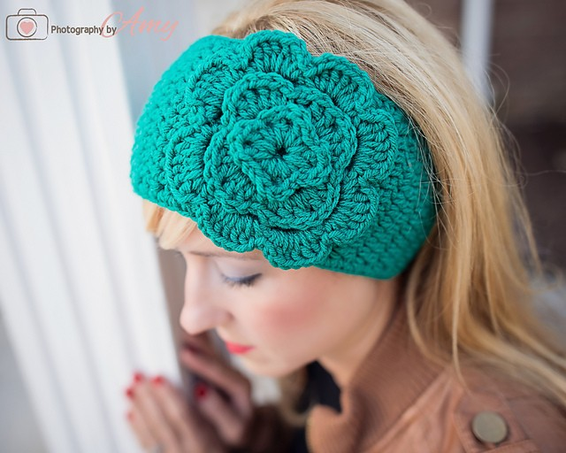 [Free Pattern] Easy Crochet Head Wrap With Flower