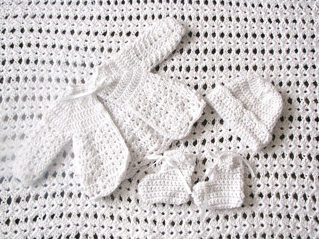 Free Pattern Adorable Crochet Baby Outfit Sweater Cap Booties Pattern