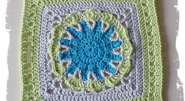 Free Pattern This Starburst Flower Square Is Truly An Eye Catcher