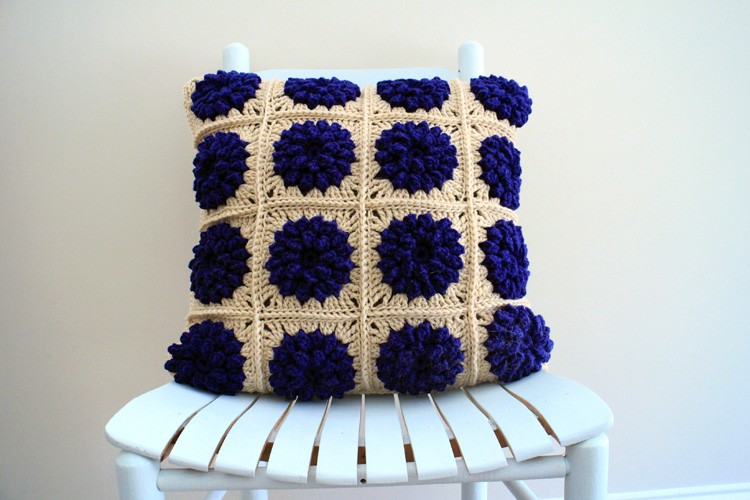 Popcorn-Flower-Pillow