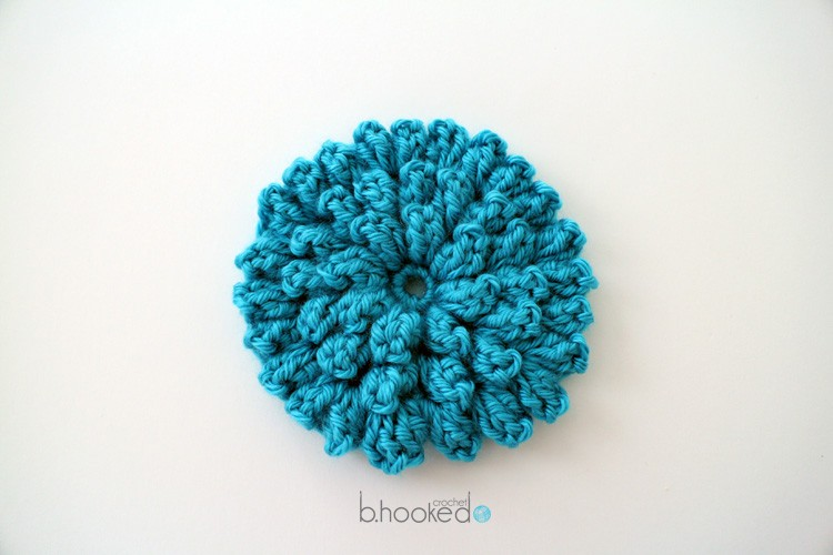 Free Pattern] Surprisingly Easy: Crochet Popcorn Stitch Flower - Knit ...