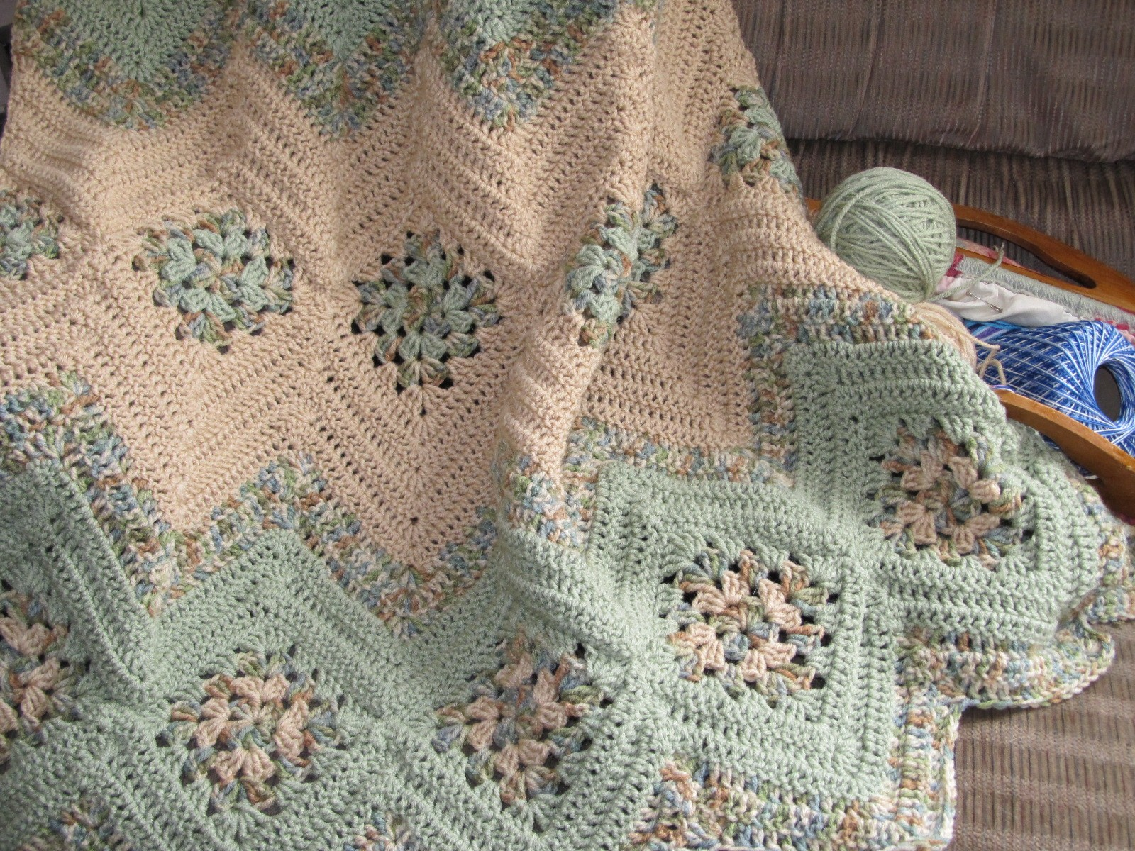 "[Free Pattern] This Absolute Beauty ""Grannies And Ripples ..."
