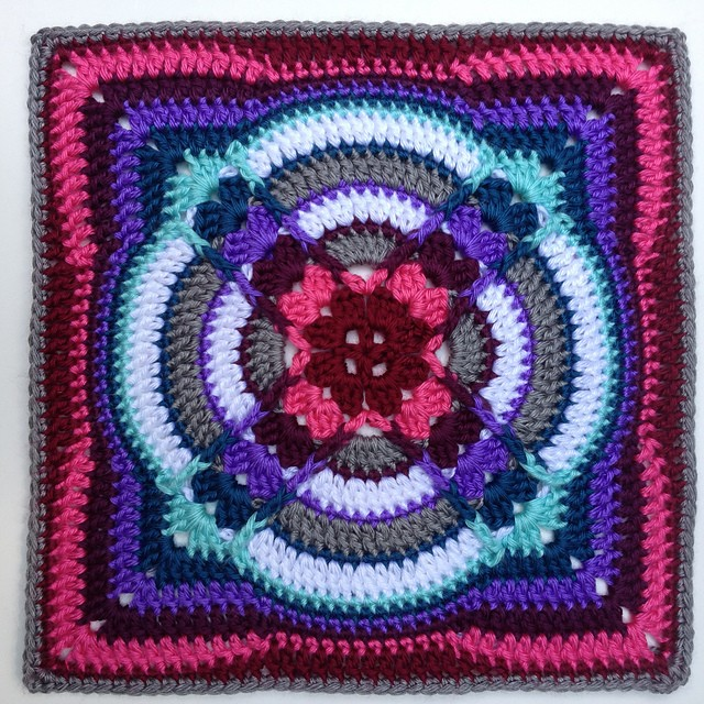 [Free Pattern] Denna Square: Amazing Style And Colors!