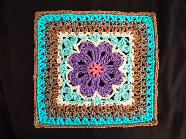 [Free Pattern] Lovely And Adventurous Design: Flower Tile Afghan Square