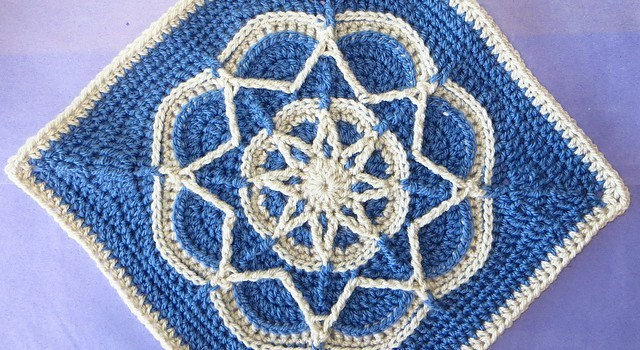 [Free Pattern] Gorgeous Design: Spiro Star Flower Square - Knit And Crochet D...