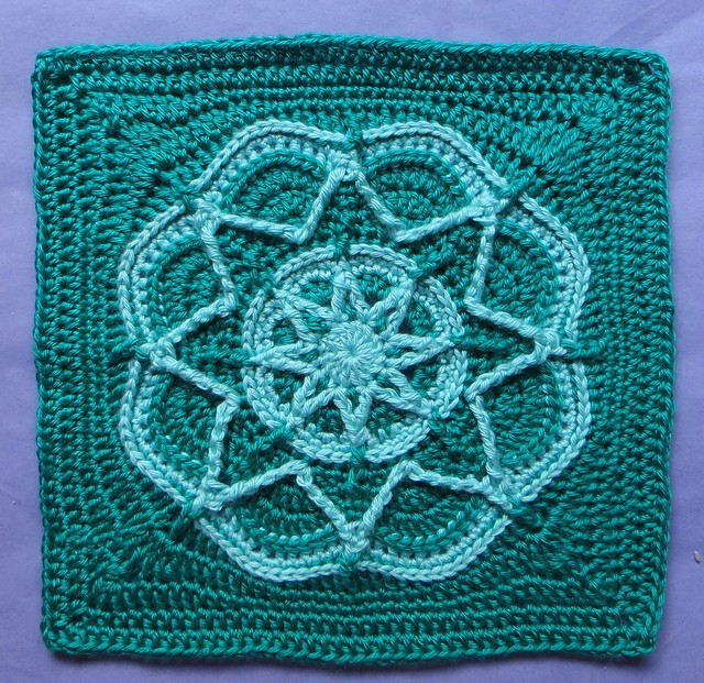 Free Pattern Gorgeous Design Spiro Star Flower Square Knit And