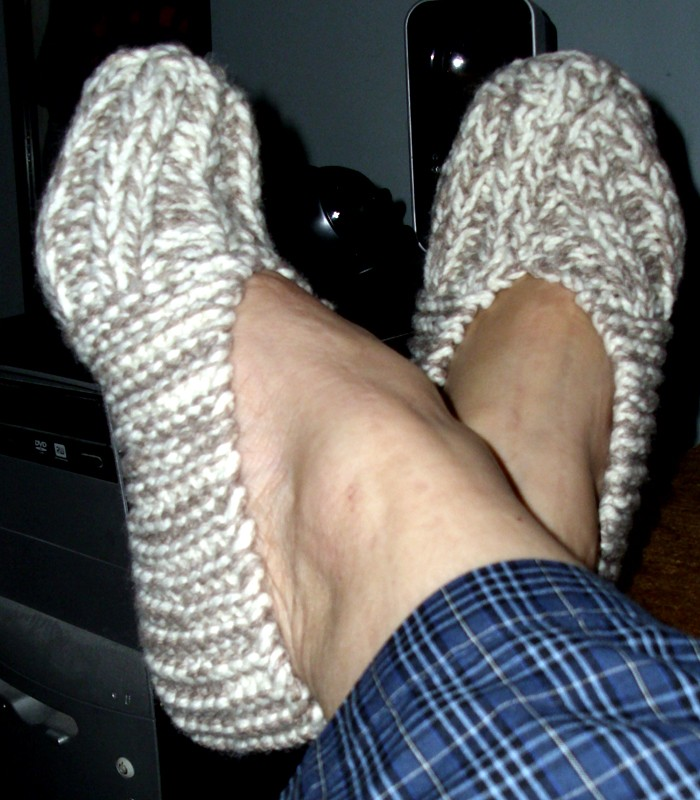 Patterns For Knitting Slippers : [Free Pattern] Quick Slipper Pattern For Beginner Knitter - Knit And Crochet ...