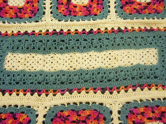 [Free Pattern] Wild Flower Not-So-Typical Granny Square Afghan