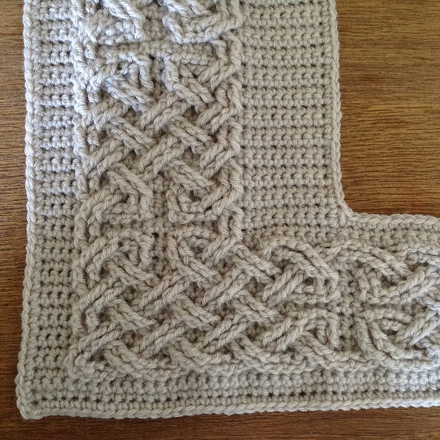 Daily Crochet Patterns : ... Pattern] These Large Cables Are Spectacular! - Knit And Crochet Daily