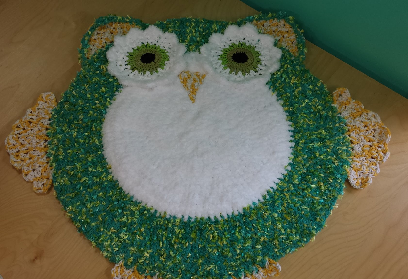 Daily Crochet Com : Video Tutorial] Adorable Owl Rug For Babys Room - Knit And Crochet ...