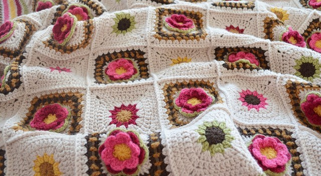 Free Pattern Bring Summer Into Your Home With This Amazing Rose Afghan
