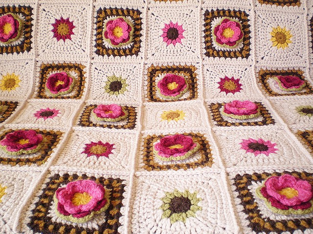 [Free Pattern] Bring Summer Into Your Home With This Amazing Rose Afghan