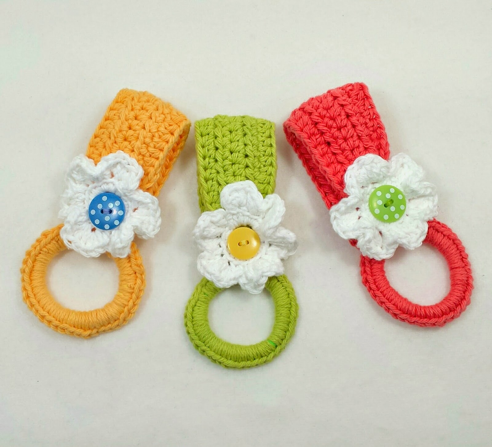 Free Pattern] With This Daisy Holder, The Towel is Doubled And Hangs ...