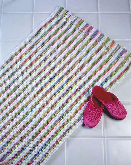 Knitted Rug Patterns Free : [Free Patterns] 10 Quick & Easy To Make Knit And Crochet Rugs - Knit And ...