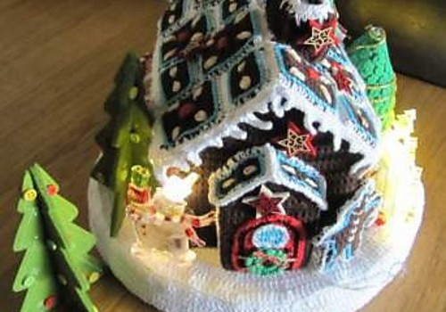Free Pattern It Lights Up This Crochet Gingerbread House Is So