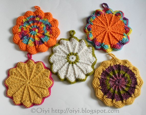 scalloped potholder
