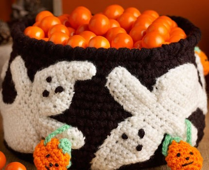 Free Pattern Elegantly Spooky Bowl For Your Halloween Treats Knit