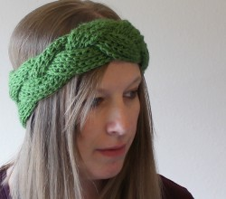 Video Tutorial  This Braided Crochet Headband And Earwarmer Is Perfect For  Easy Christmas Gifts! 3350f23460f