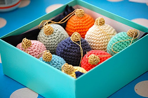 [Free Pattern] There Will Certainly Be A Few Crochet Christmas Baubles On Your Christmas Tree!