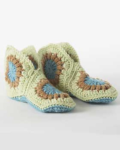 [Free Pattern] These Granny Slippers Are Super Hot!