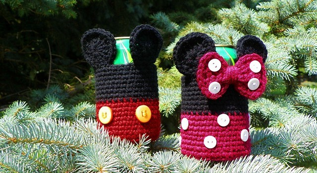 Free Pattern These Cool Mickey And Minnie Mouse Inspired Can Cozies