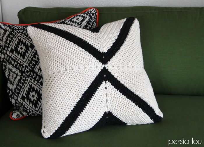 crochet-x-pillow