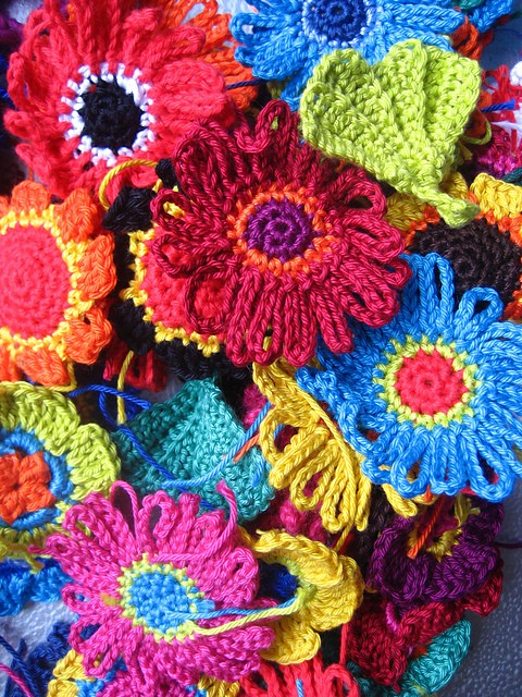 [Free Pattern] Lovely And Colorful Crocheted Flowers