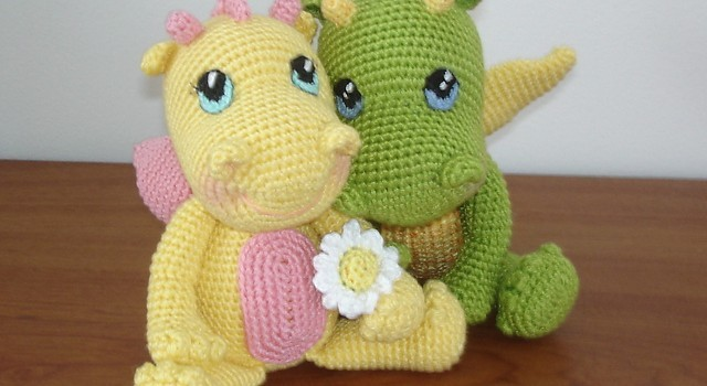 Amigurumi Baby Dragon : Crafty mutt baby dragon palm pal knit crochet pattern