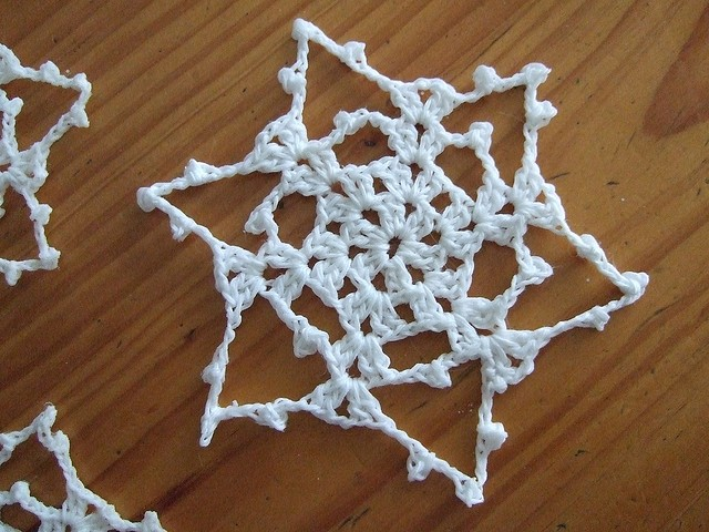 [Free Pattern] Super Easy, Super Quick, Bev's 15 Minute Snowflake Can Be Used For So Many Things