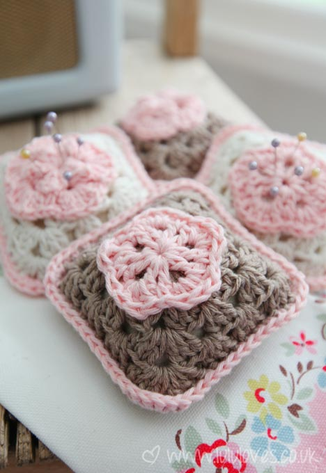 Crochet Flower Pincushion Pattern : [Free Pattern] Beautiful Crochet Granny Square Pincushion ...