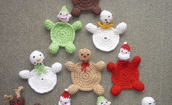 Free Pattern These Christmas Coasters Are Such A Cute And Festive