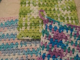 [Free Pattern] This Woven Stitch Dishcloth Works Up Fast And Easy