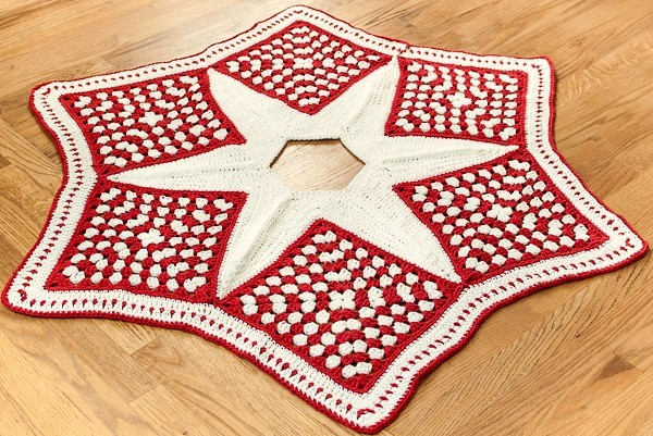 [Free Pattern] Add Handmade Charm To Your Christmas Decor With This Pretty Granny Christmas Tree Skirt Pattern