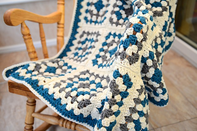 Chunky Granny Square Blanket by Sooz in the Shed