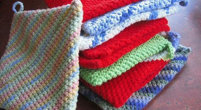 Free Knit Potholder Patterns : [Free Pattern] These Folded Potholders Would Make Amazing Gifts For All Foodi...