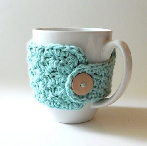 Mug cozy pattern by Lisa Charbonneau