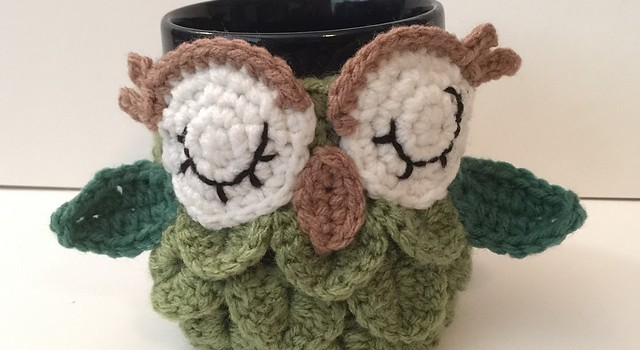 Free pattern this owl mug cozy will make your morning coffeetea free pattern this owl mug cozy will make your morning coffeetea even better dt1010fo