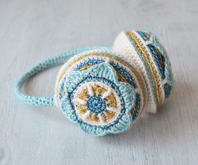 [Free Pattern] Seriously Cute Crochet Earmuffs To Keep You Warm Every Day