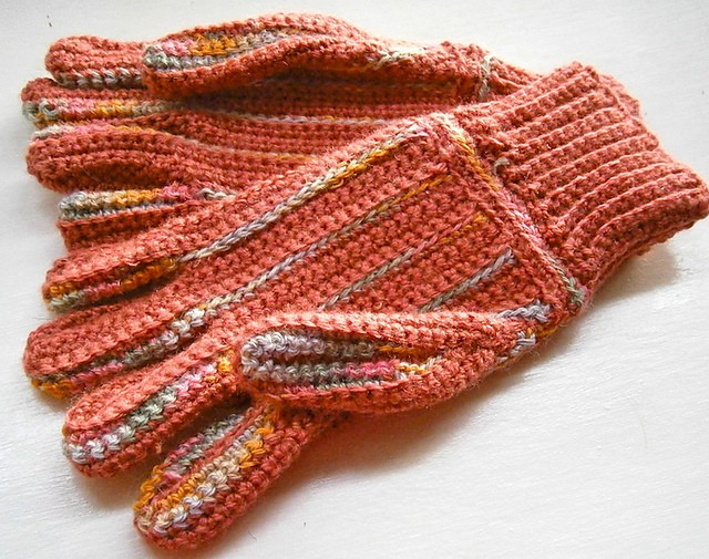 Free Pattern Cute And Easy To Make Full Finger Gloves For Women