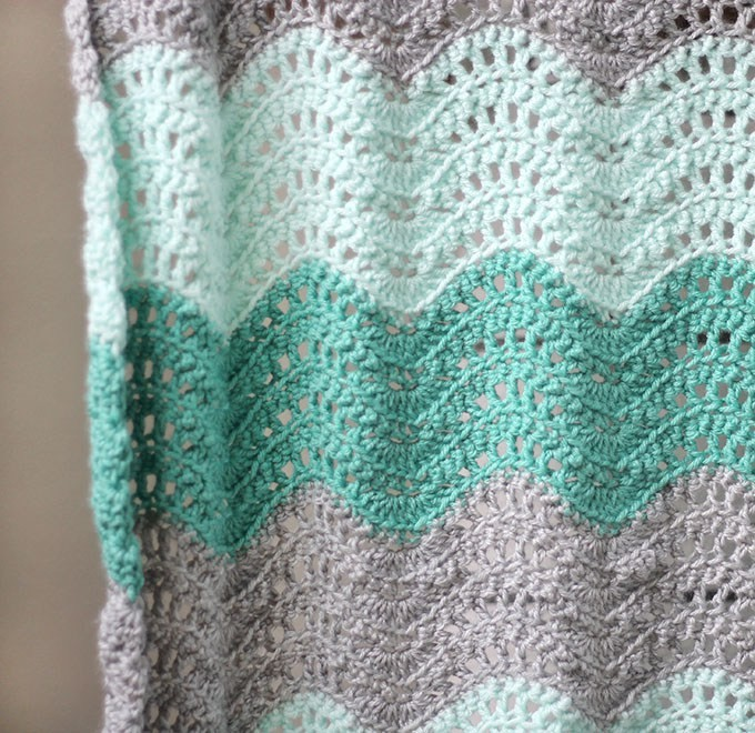 Fan And Feather Afghan Knitting Pattern : [Free Pattern] Adorable Feather And Fan Baby Blanket - Knit And Crochet Daily
