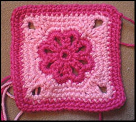 [Free Pattern] This Flower Square Looks Amazing In All Color Combinations