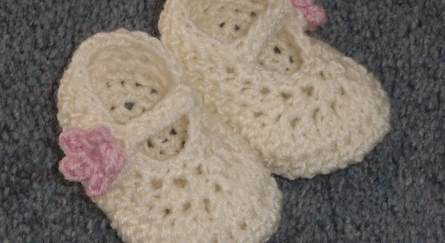 ... Pattern] These Baby Girl Shoes Melt My Heart - Knit And Crochet Daily